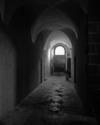 © Roger Choplain, Roland Maston, Région Auvergne - Inventaire général du Patrimoine culturel, ADAGP - Vue générale du couloir, en rez-de-chaussée, du corps de bâtiment sud.