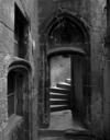 © Roger Choplain, Roland Maston, Région Auvergne - Inventaire général du Patrimoine culturel, ADAGP - Détail de la tour d'escalier depuis la cour.