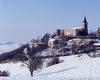 © Roger Choplain, Roland Maston, Région Auvergne - Inventaire général du Patrimoine culturel, ADAGP - Vue d'ensemble du prieuré depuis le sud est.