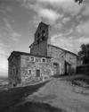 © Roger Choplain, Roland Maston, Région Auvergne - Inventaire général du Patrimoine culturel, ADAGP - Vue générale de l'église paroissiale depuis le sud-ouest.
