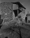 © Roger Choplain, Roland Maston, Région Auvergne - Inventaire général du Patrimoine culturel, ADAGP - Vue générale de l'aître.