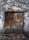 © Roger Choplain, Roland Maston, Région Auvergne - Inventaire général du Patrimoine culturel, ADAGP - Bressoles, grange-étable, bergerie, détail de la porte.