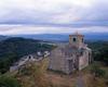© Roger Choplain, Roland Maston, Région Auvergne - Inventaire général du Patrimoine culturel, ADAGP - Léotoing, vue générale de l'église paroissiale Saint-Vincent depuis le château-fort.