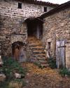 © Roger Choplain, Roland Maston, Région Auvergne - Inventaire général du Patrimoine culturel, ADAGP - Torsiac, Marmaissat, ferme, vue rapprochée des escaliers et des deux portes de dépendances.