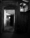 © Roger Choplain, Roland Maston, Région Auvergne - Inventaire général du Patrimoine culturel, ADAGP - MAISON Vue générale intérieure de la cage d'escalier et des portes du rez-de-chaussée y accédant, du sud.