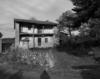 © Roger Choplain, Roland Maston, Région Auvergne - Inventaire général du Patrimoine culturel, ADAGP - Vue générale  depuis l'accès.