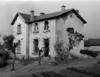 © Roger Choplain, Roland Maston, Région Auvergne - Inventaire général du Patrimoine culturel, ADAGP - Mairie-école : vue d'ensemble, du sud-est.