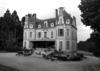 © Roger Choplain, Roland Maston, Région Auvergne - Inventaire général du Patrimoine culturel, ADAGP - Château 2. Façade antérieure Est et façade latérale nord.