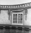 © Roger Choplain, Roland Maston, Région Auvergne - Inventaire général du Patrimoine culturel, ADAGP - Hôtel de Chazerat. Détail du décor peint en trompe-l'oeil du vestibule.