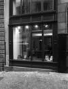 © Roger Choplain, Roland Maston, Région Auvergne - Inventaire général du Patrimoine culturel, ADAGP - Hôtel de Chazerat. Devanture du Centre de Documentation du Patrimoine après restauration prise du sud-ouest : détail.