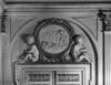 © Roger Choplain, Roland Maston, Région Auvergne - Inventaire général du Patrimoine culturel, ADAGP - Hôtel de Chazerat. Salon doré. Détail de dessus de porte sculpté : été