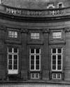 © Roger Choplain, Roland Maston, Région Auvergne - Inventaire général du Patrimoine culturel, ADAGP - Hôtel de Chazerat. Vue générale d'une travée sur la cour