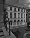 © Roger Choplain, Roland Maston, Région Auvergne - Inventaire général du Patrimoine culturel, ADAGP - Hôtel de Chazerat. Vue générale. Façade sur jardin