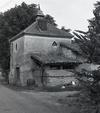 © Roger Choplain, Roland Maston, Région Auvergne - Inventaire général du Patrimoine culturel, ADAGP - Luzillat, Les Jacquets, vue générale d'un pigeonnier sur four à pain.