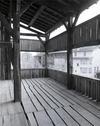 © Roger Choplain, Roland Maston, Région Auvergne - Inventaire général du Patrimoine culturel, ADAGP - Maringues, tannerie dite La grande Tannerie, vue partielle de la galerie ouverte, à l'étage du séchoir.