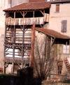 © Roger Choplain, Roland Maston, Région Auvergne - Inventaire général du Patrimoine culturel, ADAGP - Maringues, tannerie Grandval, vue de l'élévation à galerie, du côté de la rivière de Morge