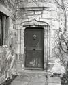 © Roger Choplain, Roland Maston, Région Auvergne - Inventaire général du Patrimoine culturel, ADAGP - Marat, le Génilhat, manoir, porte de la tour d'escalier