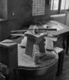 © Ph. Inv. P. Hervouet, Région Auvergne - Inventaire général du Patrimoine culturel, ADAGP - Pont-Salomon, papeterie, usine Taillanderie. Enclume et marteaux de finissage.