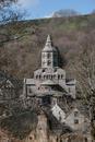 &copy; Christian Parisey, Région Auvergne - Inventaire général du Patrimoine culturel, ADAGP - Orcival, église Notre-Dame,<br /> Vue générale du massif oriental, <br />