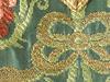 © Christian Parisey, Région Auvergne - Inventaire général du Patrimoine culturel, ADAGP, 2013 - Saint-Saturnin : chasuble, détail de fil dit « frisé » sur fond de taffetas.