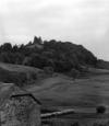 © Roger Choplain, Roland Maston, Région Auvergne - Inventaire général du Patrimoine culturel, ADAGP - RAULHAC  Cropières Château de Cropières<br /> Vue de la tour de Puechmouriez prise du corps de logis Nord.