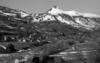© Phot. Inv. R. Choplain ; Phot. Inv. R. Maston - SAINT JACQUES DES BLATS Bourg EGLISE PAROISSIALE Saint Jacques Vue de situation du bourg prise sud-est en hiver.
