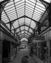 © Roger Choplain, Roland Maston, Région Auvergne - Inventaire général du Patrimoine culturel, ADAGP - Vue de l'intérieur du passage et de la verrière