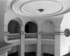 © Roger Choplain, Roland Maston, Région Auvergne - Inventaire général du Patrimoine culturel, ADAGP - Hall d'entrée circulaire, détail : galerie de circulation à balustres